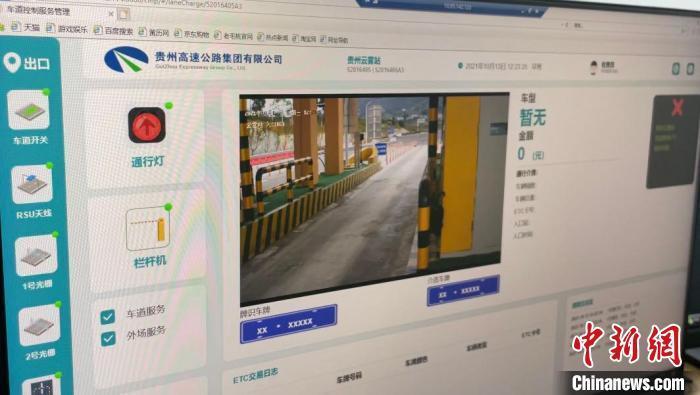 图为虚拟收费系统车道监控平台 蒲文思 摄