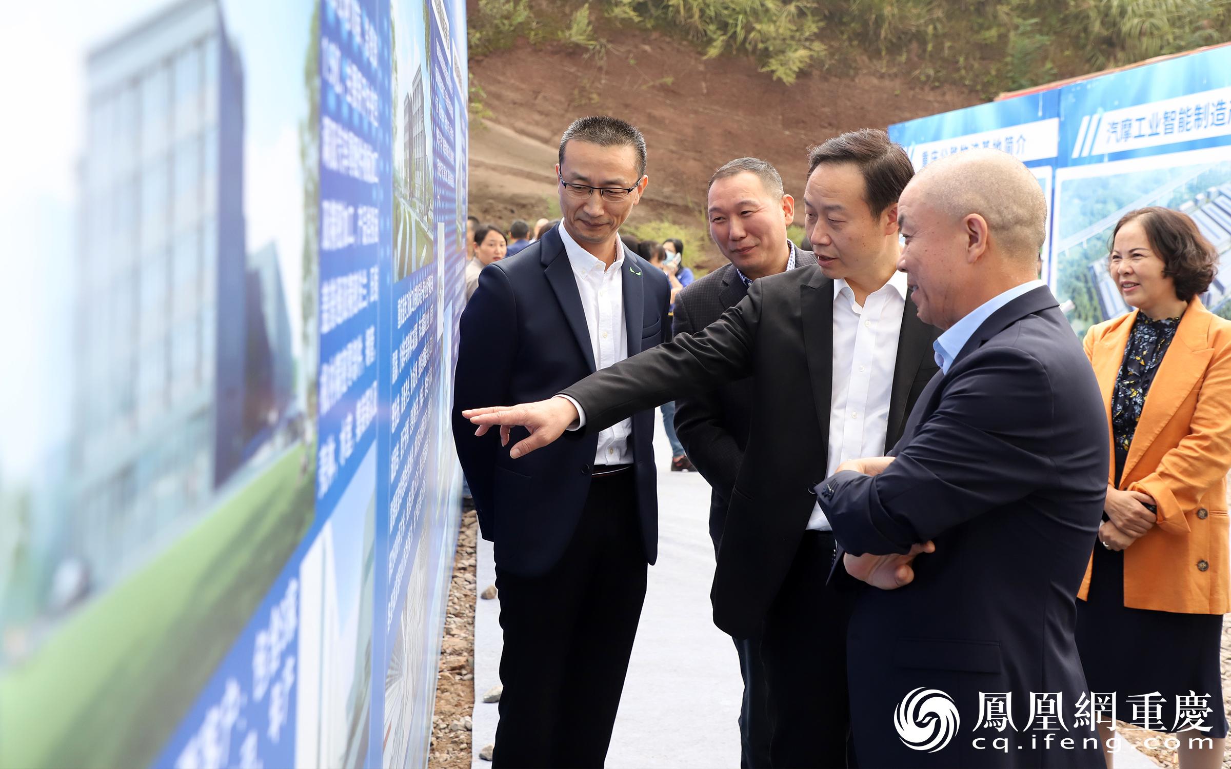 巴南区副区长张春平现场指导项目建设