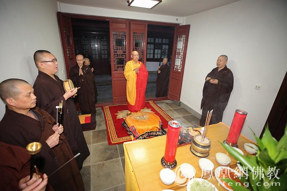 送关仪式(图片来源:凤凰网佛教 摄影:普陀山佛教协会)