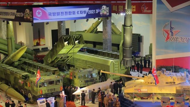 朝鲜展出近5年来研发的武器装备 金正恩:展示国力