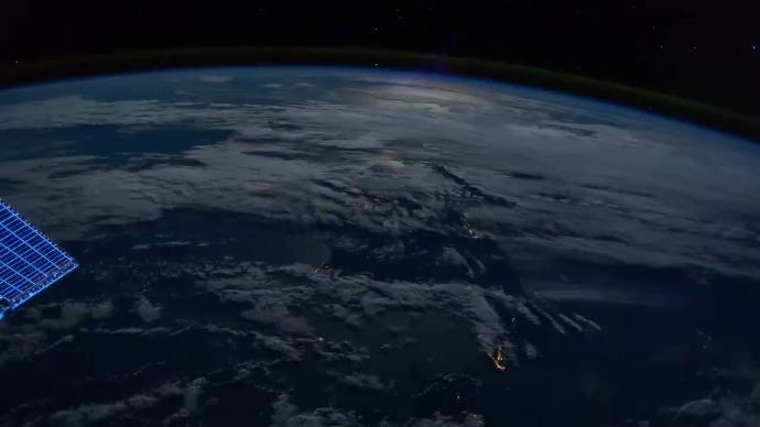 超美,这是蓝色星球,从太空看到的加利福尼亚