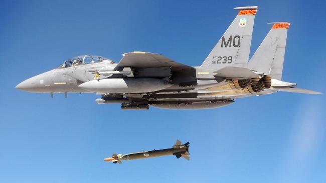 美军首次测试5000磅钻地制导炸弹 美媒:配备战术飞机