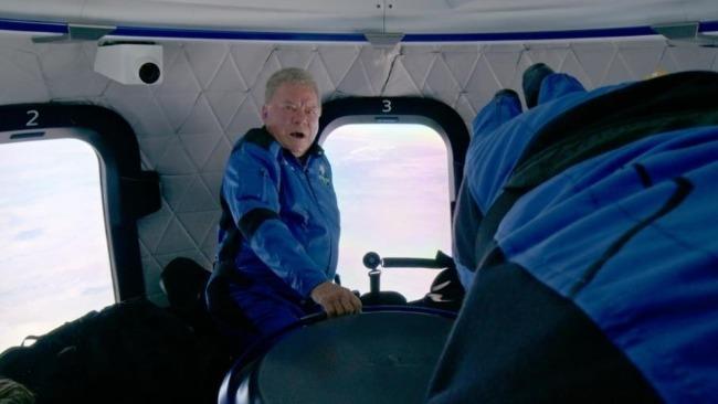 90岁老人完成太空旅行:出舱后激动落泪