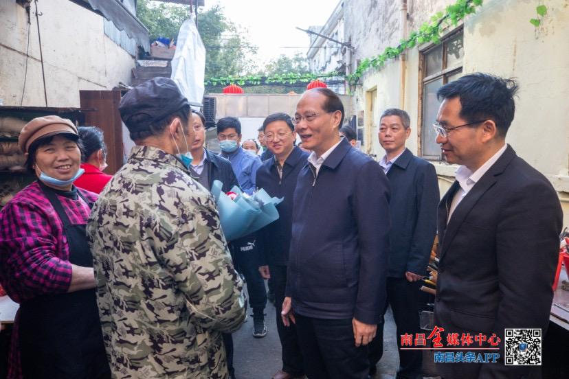 吴晓军走访慰问感动中国2020年度人物万佐成、熊庚香夫妇