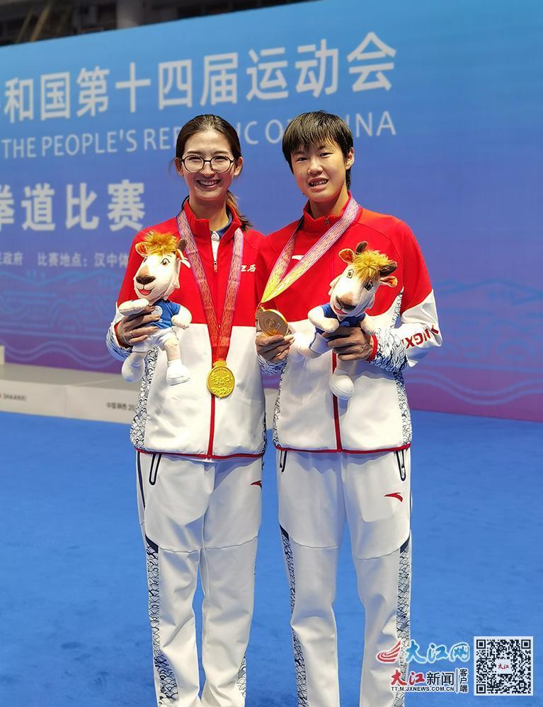 周俐君(右)和教练王婷